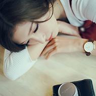 咖啡馆里的甜心少女