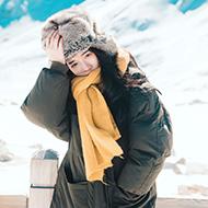 雪中的浪漫少女