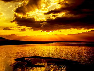 赛里木湖晚霞