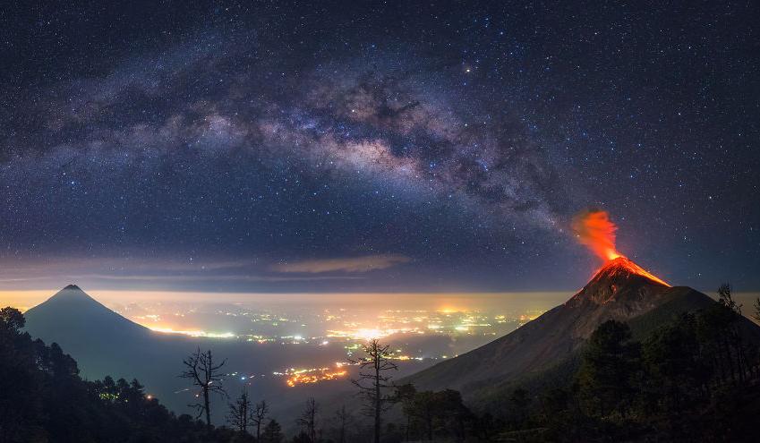 实拍危地马拉Acatenango火山爆发震撼画面