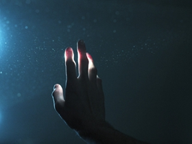 微光与朦胧中的情绪把握 让抒情变得更为隐秘