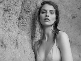 荒野中气质绝佳的模特大片 黑白烘托完美质感