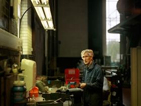 机械博物馆里慈祥的老志愿者 永保年轻的心
