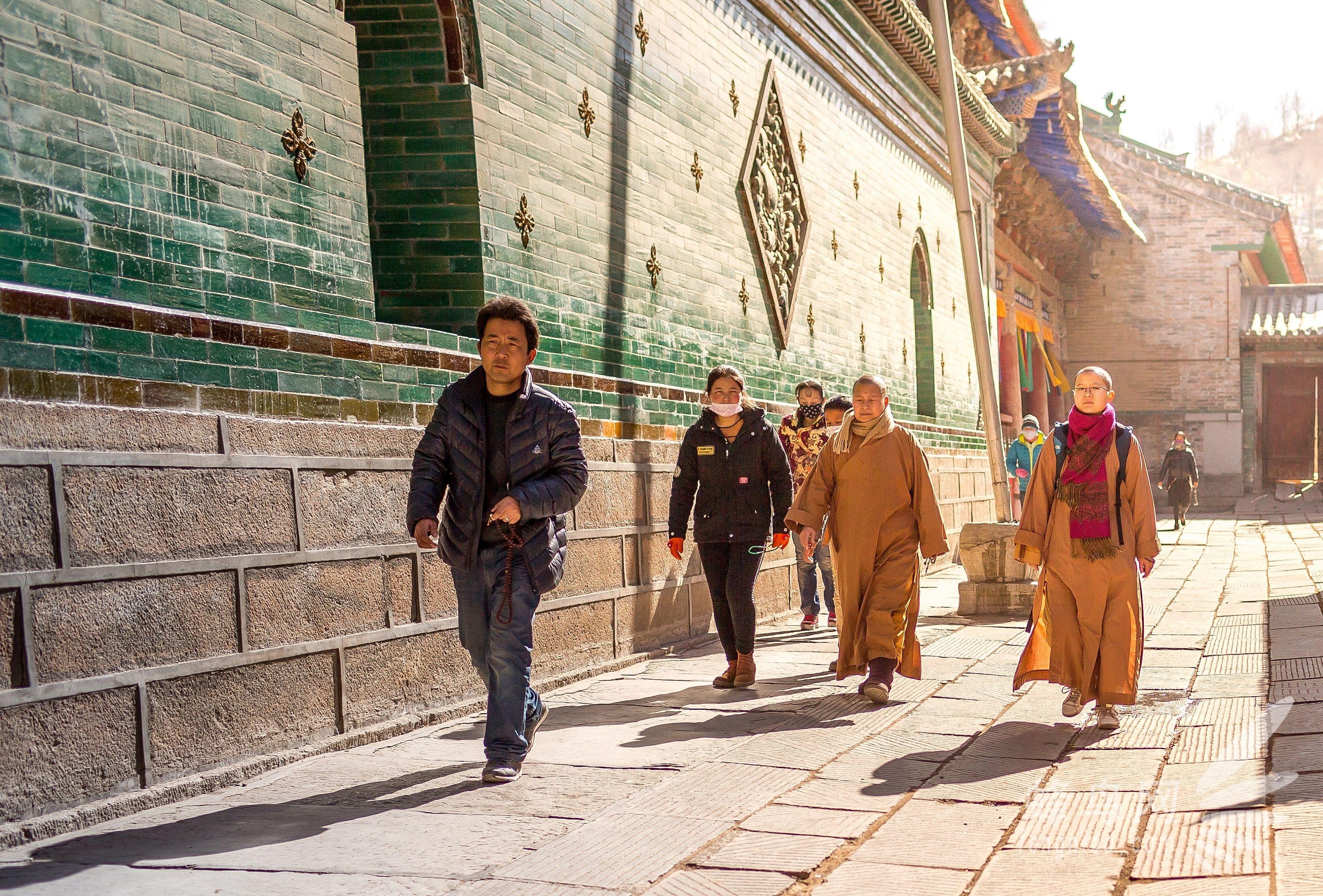 初见辉煌塔尔寺 牧马人冬季青藏线进藏(一)