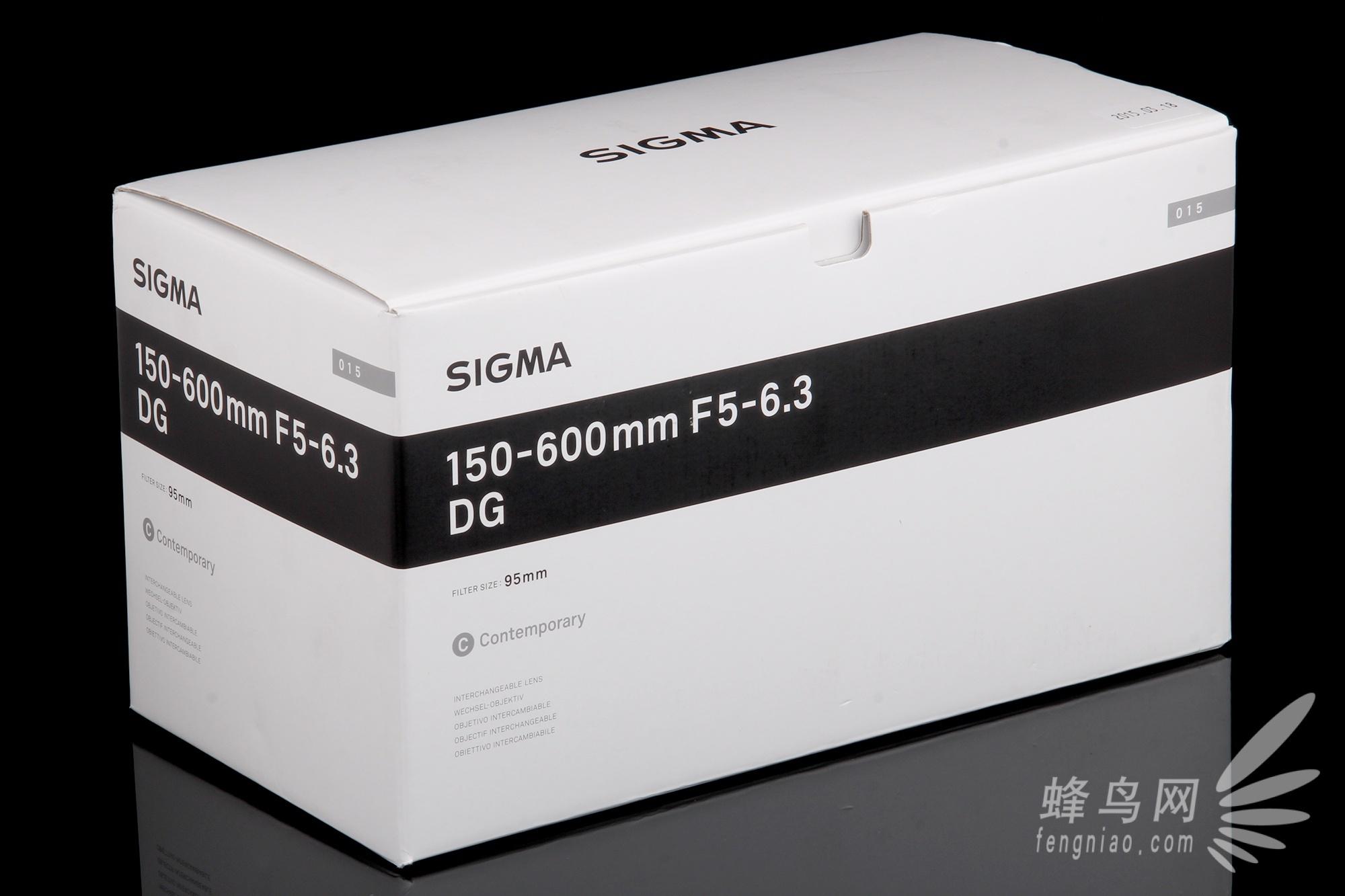 下面我们就来看一下这款产品的包装内容:这款镜头外包装盒配色设计图片