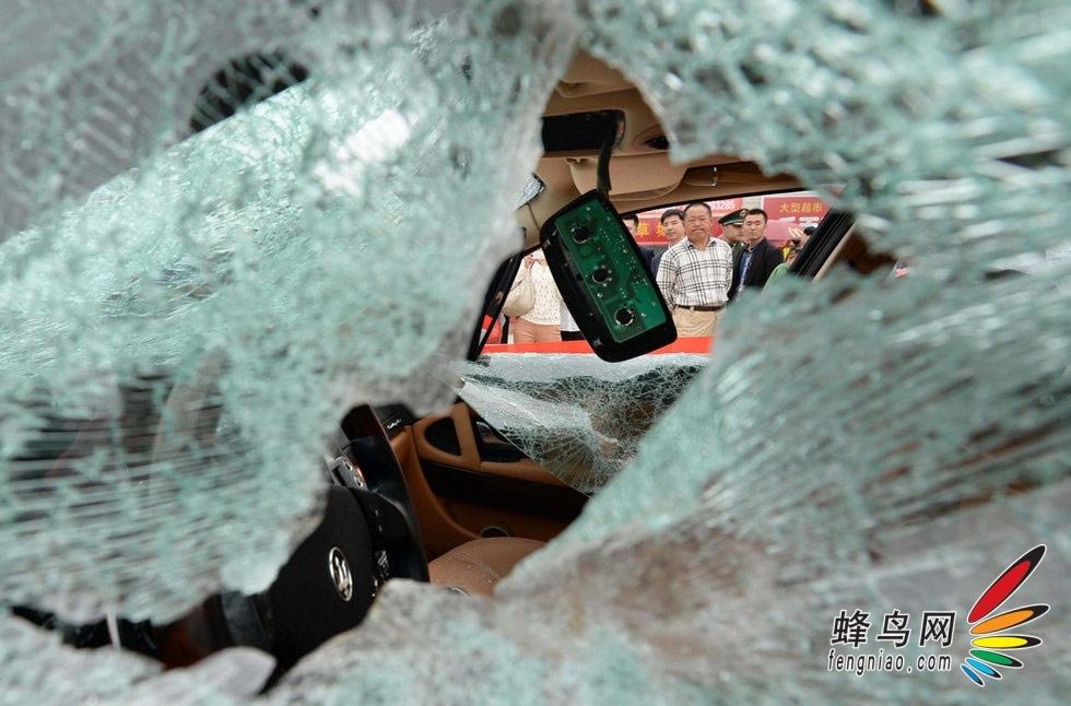 网民声音 1:被砸的不只是玛莎拉蒂轿车,被砸的更是玛莎拉蒂高清图片