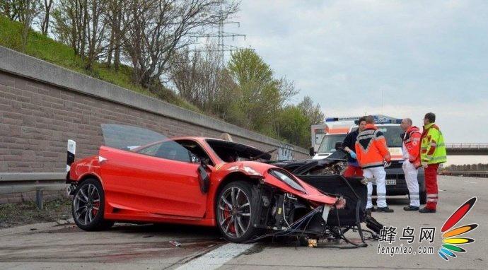 驾驶员只轻伤 法拉利时速300爆胎撞毁 汽车频道 蜂鸟网 高清图片