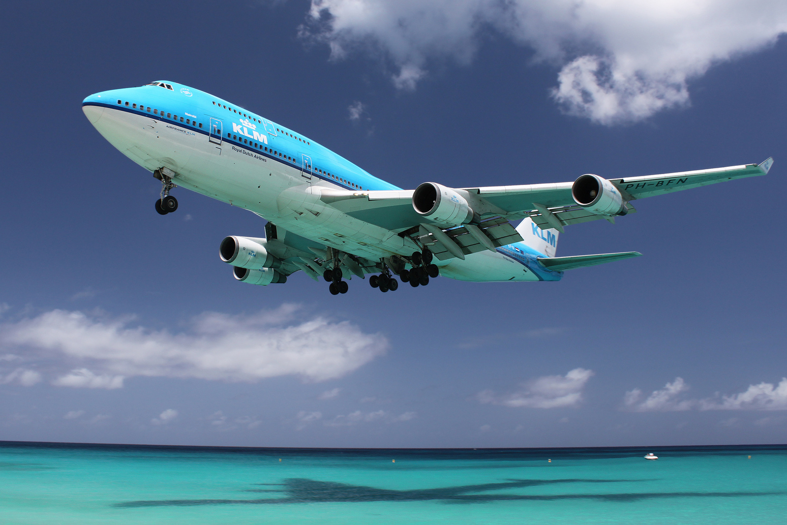 加勒比海圣马丁岛,朱莉安娜公主国际机场