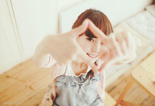 简单pose示范 20招轻松把妹子拍出文艺范
