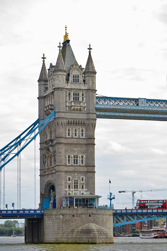伦敦塔桥与现代建筑_器材-蜂鸟网