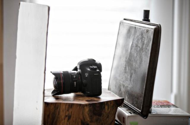 10秒快速小技巧 用木头和烤盘拍出好照片