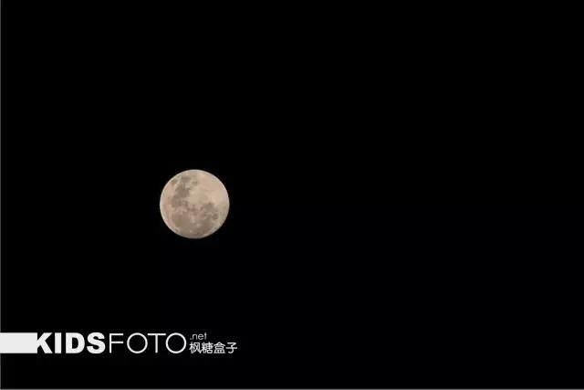 """开启中秋节摄影大赛 怎么拍""""看月亮的小女孩"""""""