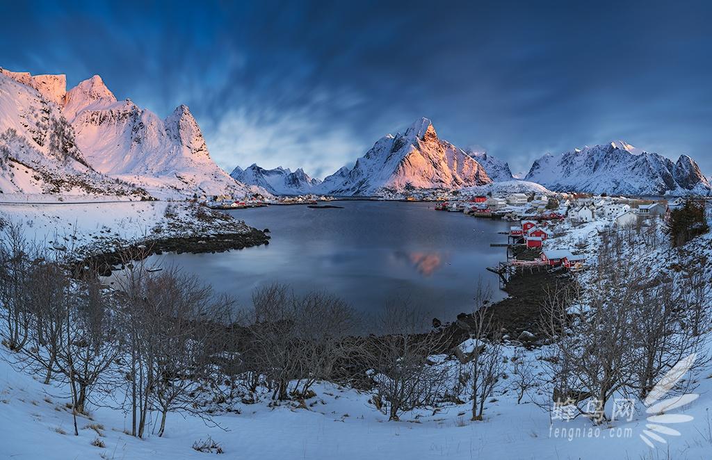 挪威以峡湾而闻名,罗佛敦群岛(lofoten) 是其中的精华,它位于挪威