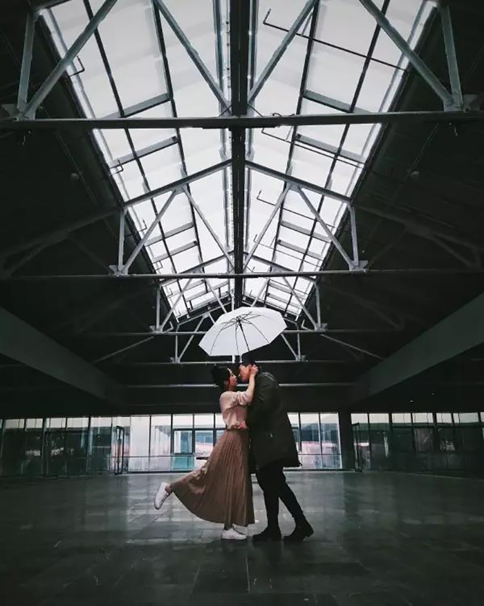 如何用手机拍好一张点赞数超高的情侣照?