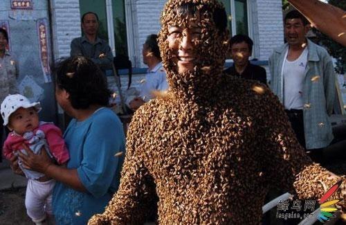 """实拍 令人胆颤的""""蜂人"""""""