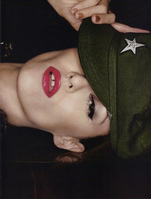 [时尚]军装性感——法版Vogue5月大片