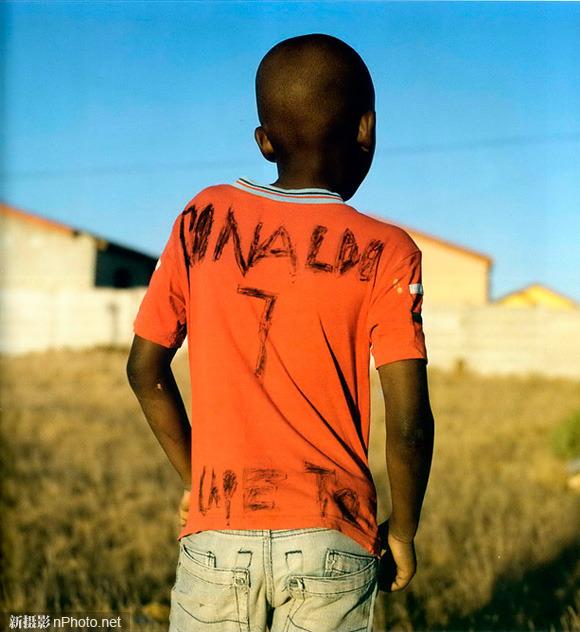 女摄影师希尔托特的非洲足球影像