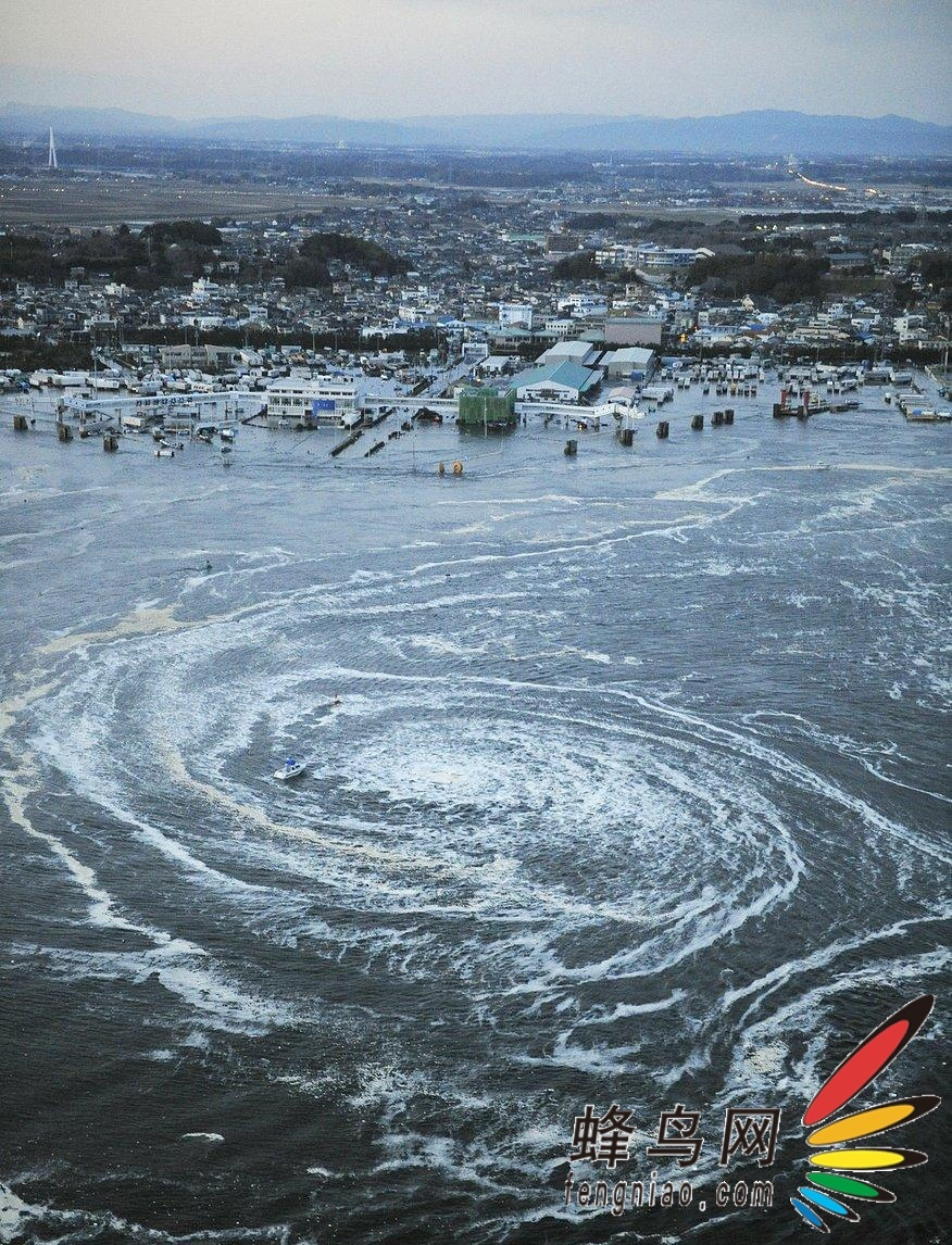 的海啸形成漩涡