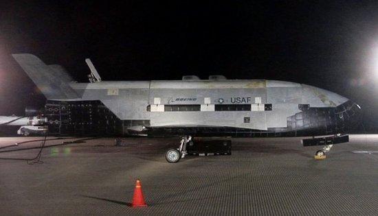 疯狂天文摄影家拍到X-37B绝密战机和间谍卫星
