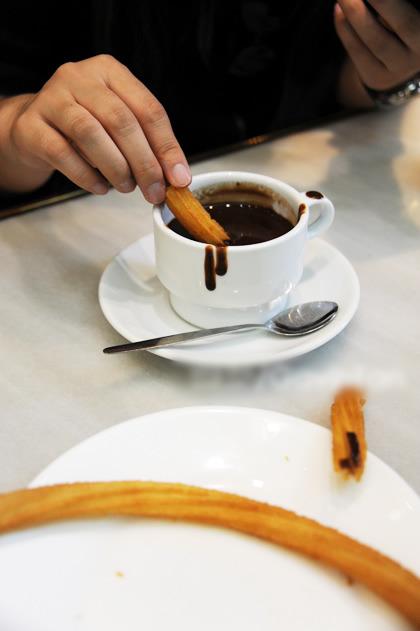 酥脆的小油条蘸上热乎乎的巧克力,那是上天眷顾的滋味