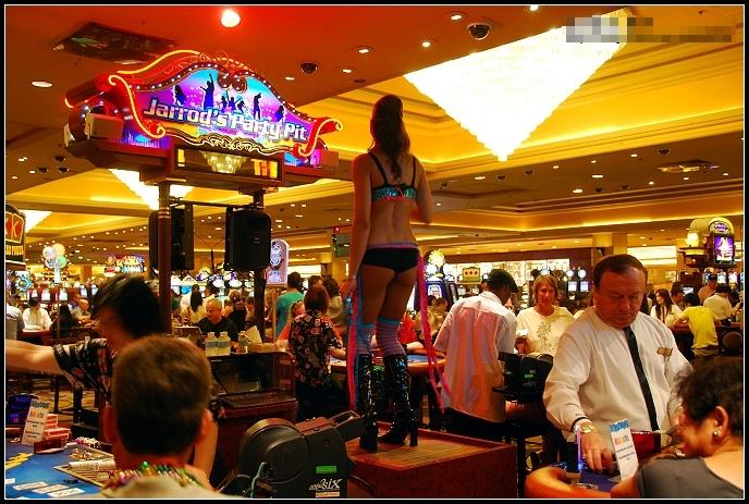 拉斯维加斯赌场中的艳舞女郎